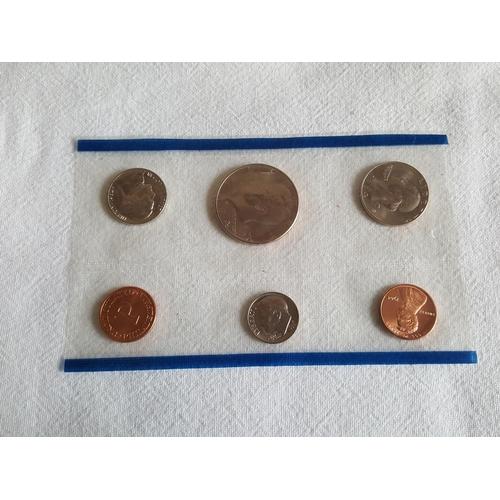 26 - USA coin set...