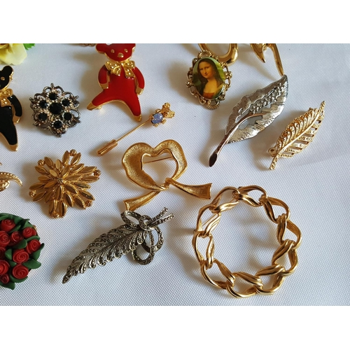 5 - 30 costume jewellery brooches...