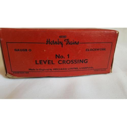 38 - Hornby o gauge clockwork no.1 level crossing