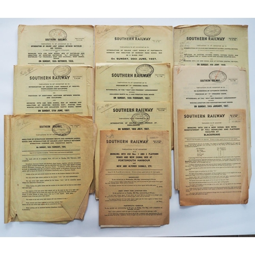 60 - Paper railwayana. Ten official Southern Railway signalling notices dated between 1937 and 1946 inclu...