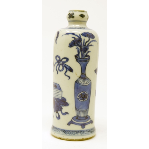 1042 - A Chinese Kangxi period blue and white vase, flower design, H.12cm...