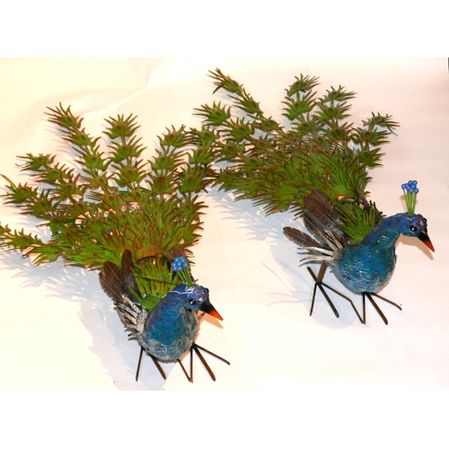 31 - A pair of decorative garden peacocks, in vibrant colours, H.50cm L.105cm (2)...