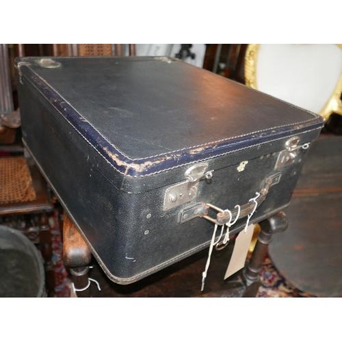129 - A vintage Rev Robe travelling case...