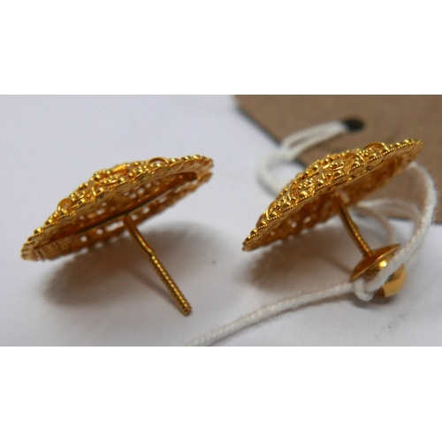 17 - A pair of 22ct gold earrings...