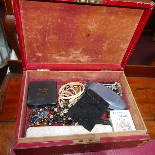 126 - A collection of vintage costume jewellery to include a cloisonne enameled long bead necklace, silver...