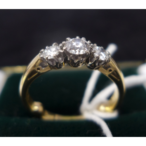 1041 - An 18ct yellow gold, three-stone diamond ring, 4.5g, Ring size: M 1/2...