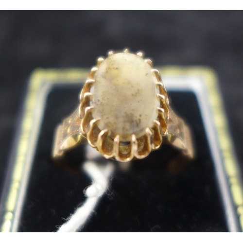1042 - An antique rose gold ladies ring, centrally set with an oval panel of polished agate in a multi-claw...