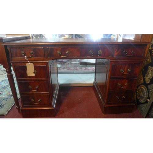187 - A 20th century mahogany pedestal desk with eight drawers, H.77 W.124 D.61cm...