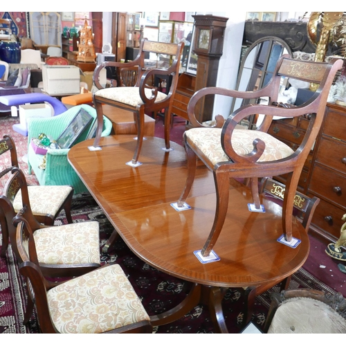 387 - A Regency style mahogany dining table and eight matching dining chairs, to include two carvers havin...