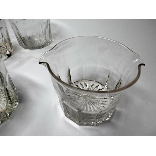 158 - A set of 5 Georgian glass finger bowls, H.9.5cm...