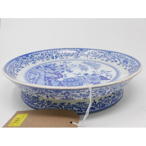 171 - A blue and white tazza, 4 Wedgwood side dishes and a small Mason's bowl, Tazza 30cm diameter...