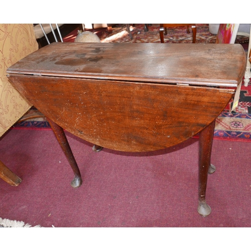 130 - A Georgian Cuban mahogany oval drop flap table on cabriole supports, H.70 W.91cm...