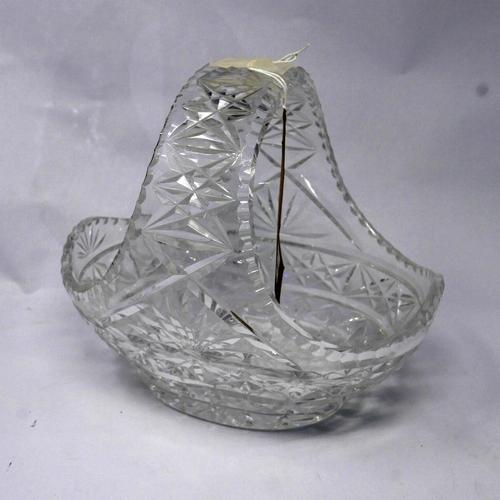 30 - A large decorative cut-crystal basket 24 x 26cm...
