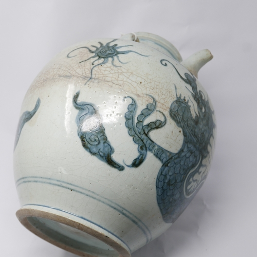 6 - A late 18th/early 19th century, Chinese porcelain flagon/large pouring vessel decorated with a blue ...