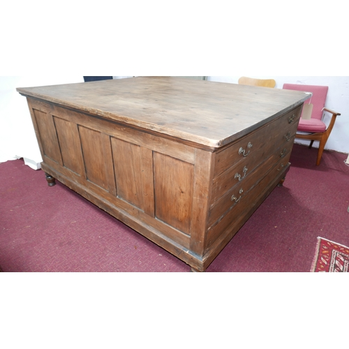 198 - A large 20th century pine double sided plan chest, with eight drawers, raised on turned legs and cen...