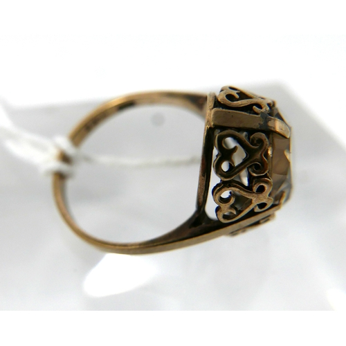 1084 - A 9ct yellow gold, antique citrine ring, centrally set with a faceted, oval citrine in a decorativel...