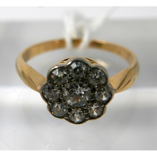 1046 - An 18ct yellow gold, diamond daisy ring, centrally set with nine, round, brilliant cut diamonds, Siz...