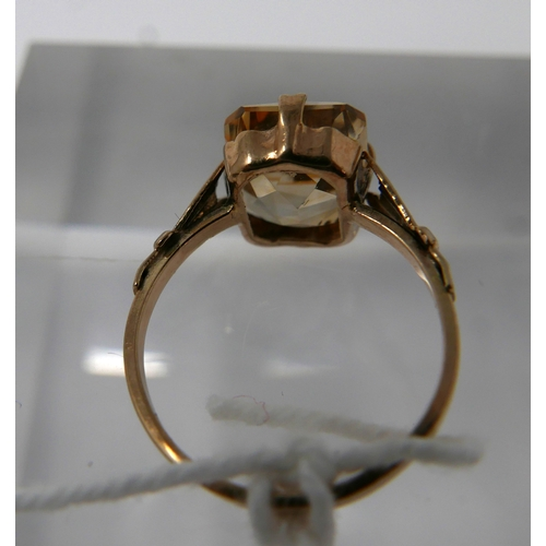 1067 - A 9ct yellow gold, Victorian, citrine ring, centrally set with a faceted, rectangular citrine in a 4...