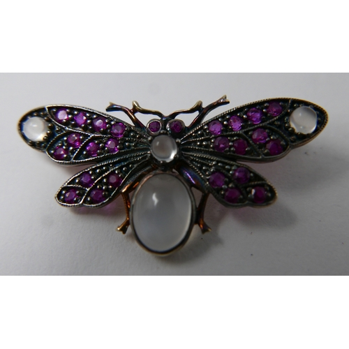 1040 - An antique yellow gold butterfly brooch studded with rubies and moonstone cabochons 1.5 x 3.5cm, 3.4...