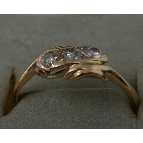 1139 - A boxed, 18ct yellow gold and diamond ring, centrally set with three round, brilliant cut diamonds, ...