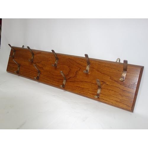 91 - An oak wall hanging coat rack, H.25 W.114...