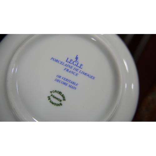 1200 - Legle Limoges – Khaki green porcelain collection: 1 large tureen, 6 soup bowls, 4 regular bowls, 4 s...
