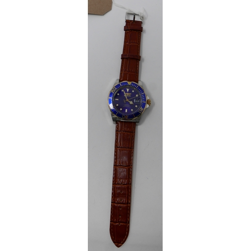 1097 - A Gentleman's Invicta stainless steel and gilt metal wristwatch with navy blue dial and outer bezel,...
