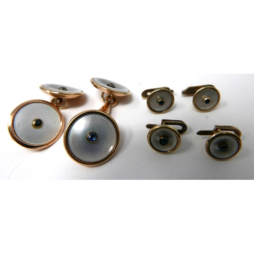 1068 - An Art Deco dress-set in 18ct yellow gold, mother of pearl and sapphire - pair of cufflinks and 4 dr...