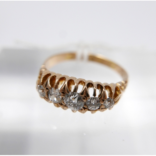 1047 - An 18ct yellow gold, 19th century, graduated 5-stone diamond ring, multi-claw setting to carved shou...
