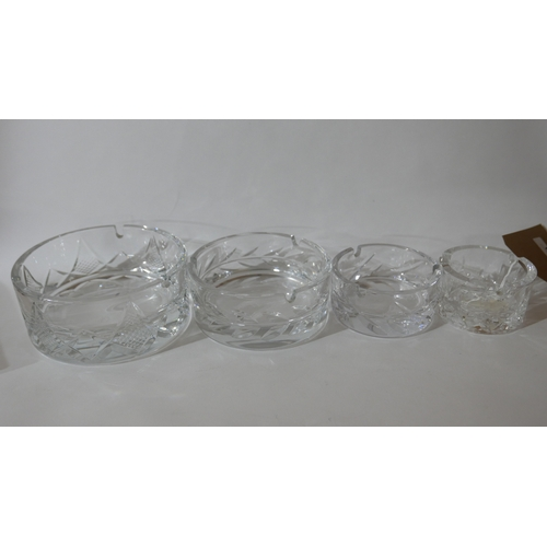 1214 - Four, weighty hand-cut crystal ashtrays in various sizes by Cristallerie de Montbrom, Paris, Dias: 8...