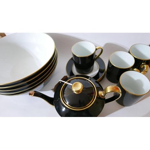 1249 - Legle Limoges – Black porcelain collection: 1 teapot, 4 mugs, 4 side plates, 5 very large bowls....