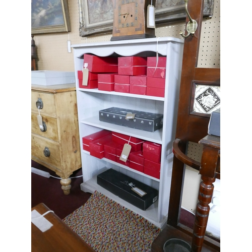 260 - A grey painted pine bookcase with adjustable shelves, H.121 W.80 D.33cm...