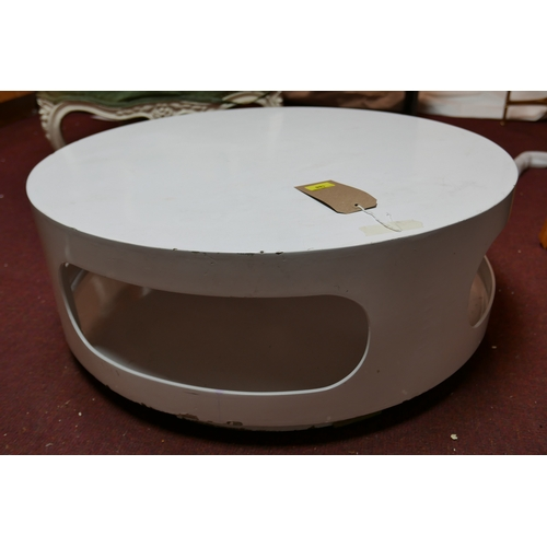 188 - A Rizzo style circular low table, H.30 Diameter 78cm...
