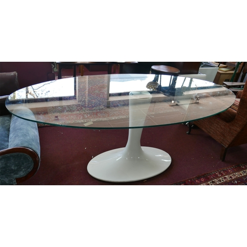176 - A tulip style dining table with oval glass top, H.78 W.202 D.106cm...