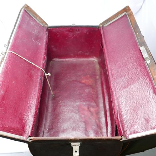 71 - A vintage Gladstone bag, H.23 W.45cm...