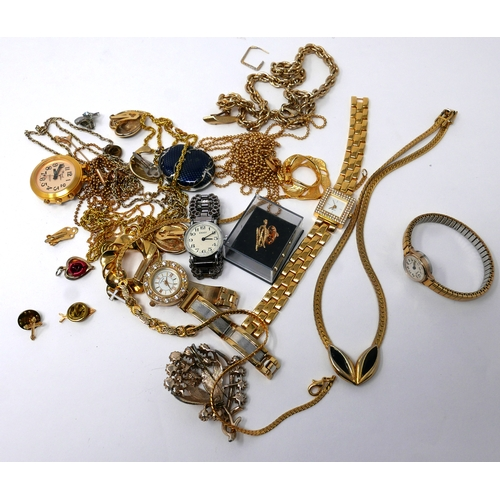 70 - A small collection of costume jewellery...