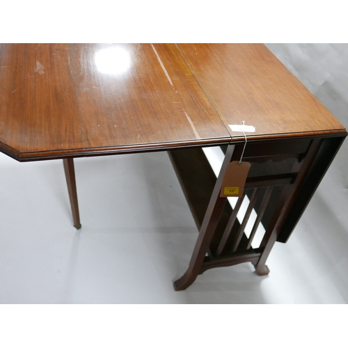 137 - An Arts and Crafts mahogany drop leaf table, on outswept feet, H.74 W.100cm...