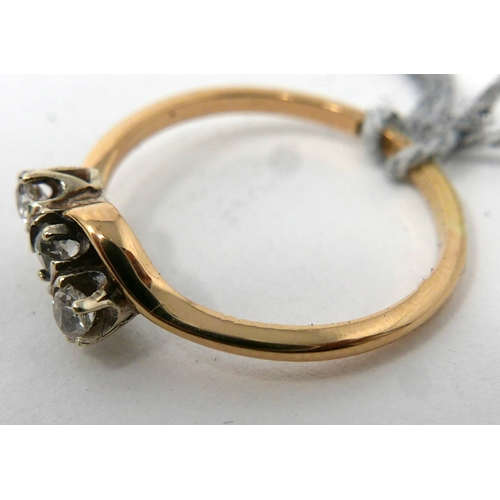 77 - An antique 18ct yellow gold and 3-stone brilliant-cut diamond ring, Size: N 1/2, 2.2g...