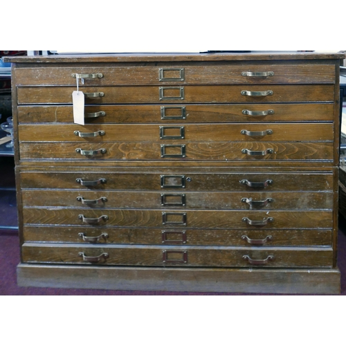 196 - An early 20th century oak plan chest of 10 drawers, H.90 W.124 D.91cm...