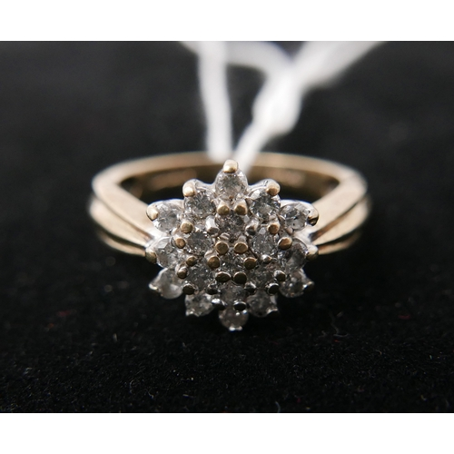 4 - A yellow gold and diamond cluster ring, 3.1grams...