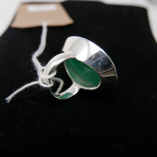 71 - A large sterling silver and translucent green polished agate cabochon ring, Size: L, 20.7g....