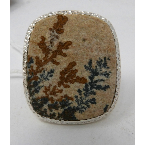 63 - A large sterling silver and dentritic agate ring, Size: O, 17.4g...