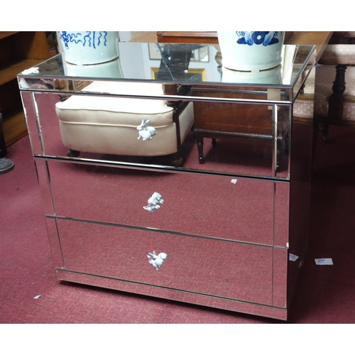 328 - A contemporary mirrored chest of drawers, bottom drawer has crack, H.82 W.86 D.44cm...