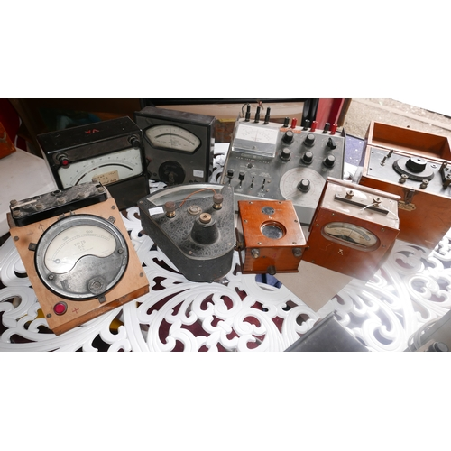 420 - A collection of various scientific laboratory equipment (8)...