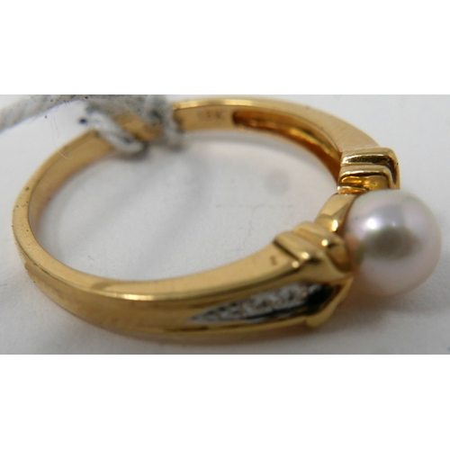 90 - An 18ct yellow gold, cultured pearl and diamond ring, Size: O, 2.7g...
