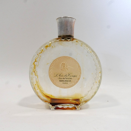 28 - A Nina Ricci L'Air du Temps perfume bottle made by Lalique, France, H.12cm...