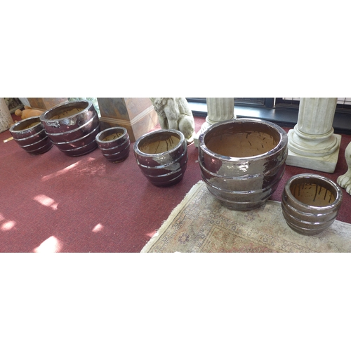 95 - Two sets of three graduated glazed pots, with ribbed design, H.31cm Diameter 36cm (largest) (6)...
