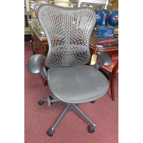 166 - A Herman Miller office chair...