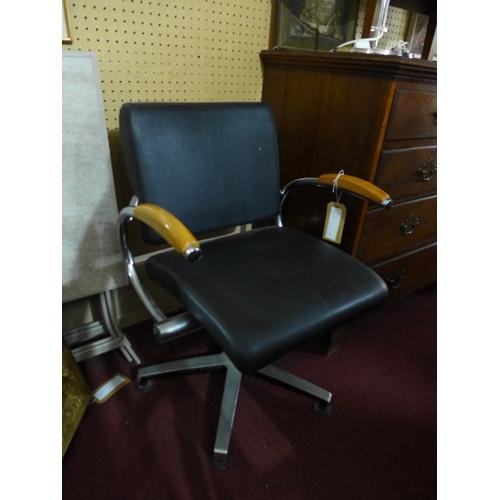 85 - A Wella Welonda barbers chair...