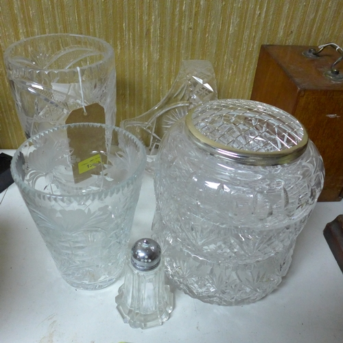 138 - A collection of 20th century crystal to include 2 vases, 2 bowls, basket and flower pot...
